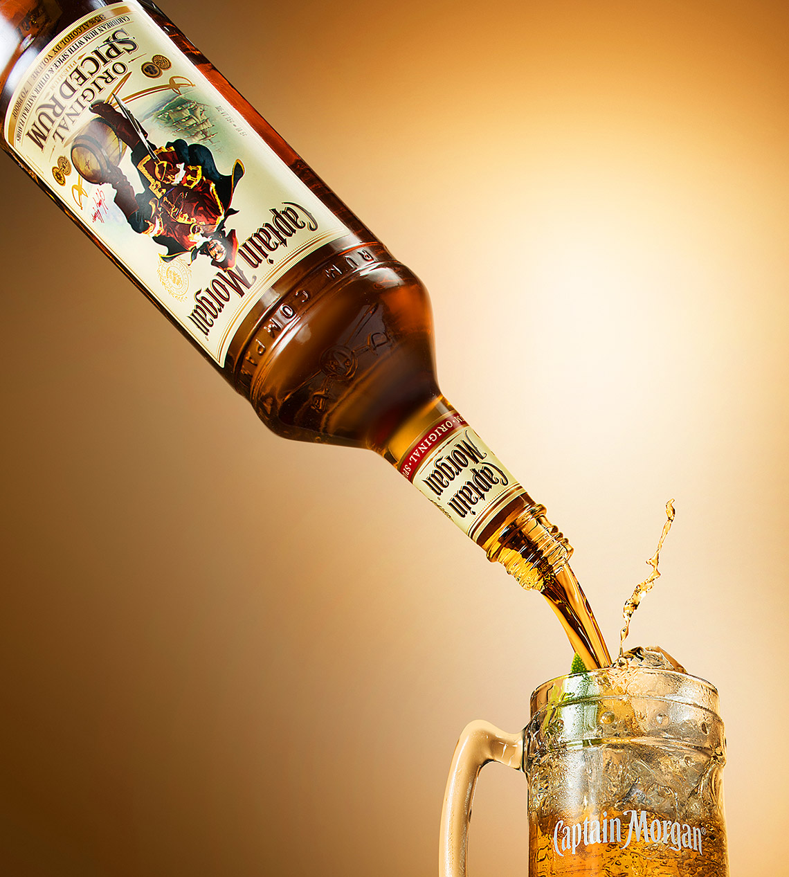 New-york-liqued-photographer-Captain-morgan-pour